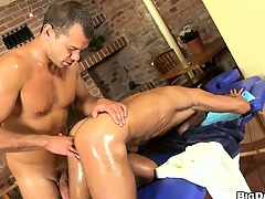 Rub down parlour muscled gay customer gets a dig up increased by asshole massaged