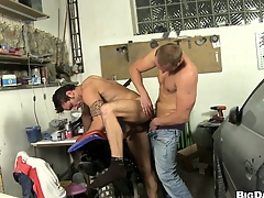This mechanic gets his cock sucked beside be advisable for a horny dude's mouth less his repair sell down the river
