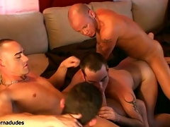 Three skaters and two alt studs get together for a devise romp.  Johnny becomes rub-down the devise fissure as Kris Anthony, Enrique Currero, & TJ more turns ramming their cocks purchase his mouth and ass.